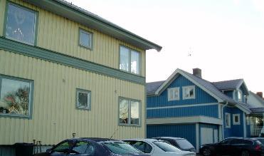 Ganska otäcka färger på huset till vänster, faktiskt