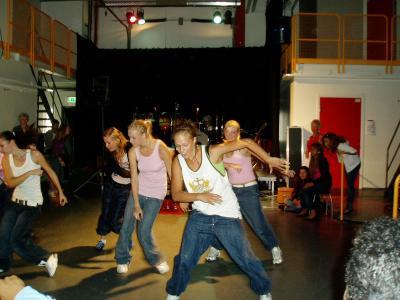 Yrkesdanstreorna dansar