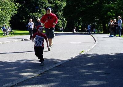 Tomte som springer i Slottsskogen